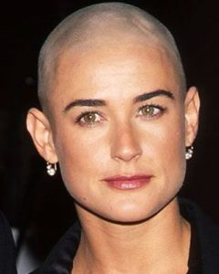 buzz-cut-demi-moore-capelli-rasati-tendenza-inverno-2017-top10