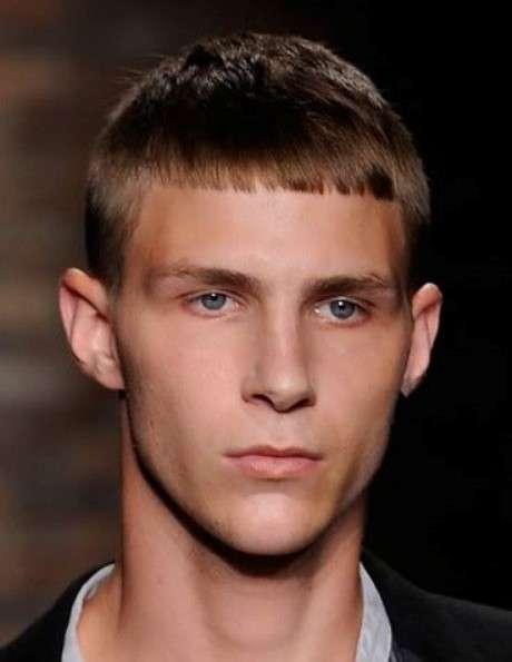 Taglio capelli uomo frangia corta